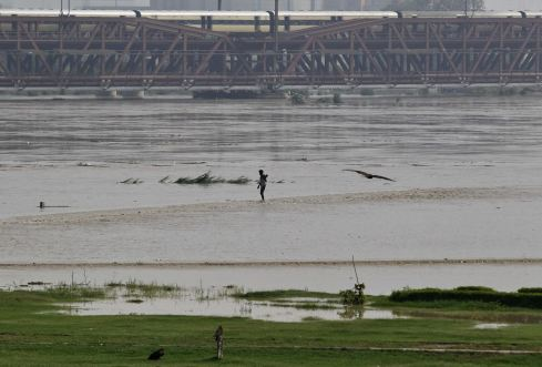 2013-06-19T064903Z_420730367_GM1E96J151Y01_RTRMADP_3_INDIA-FLOODS